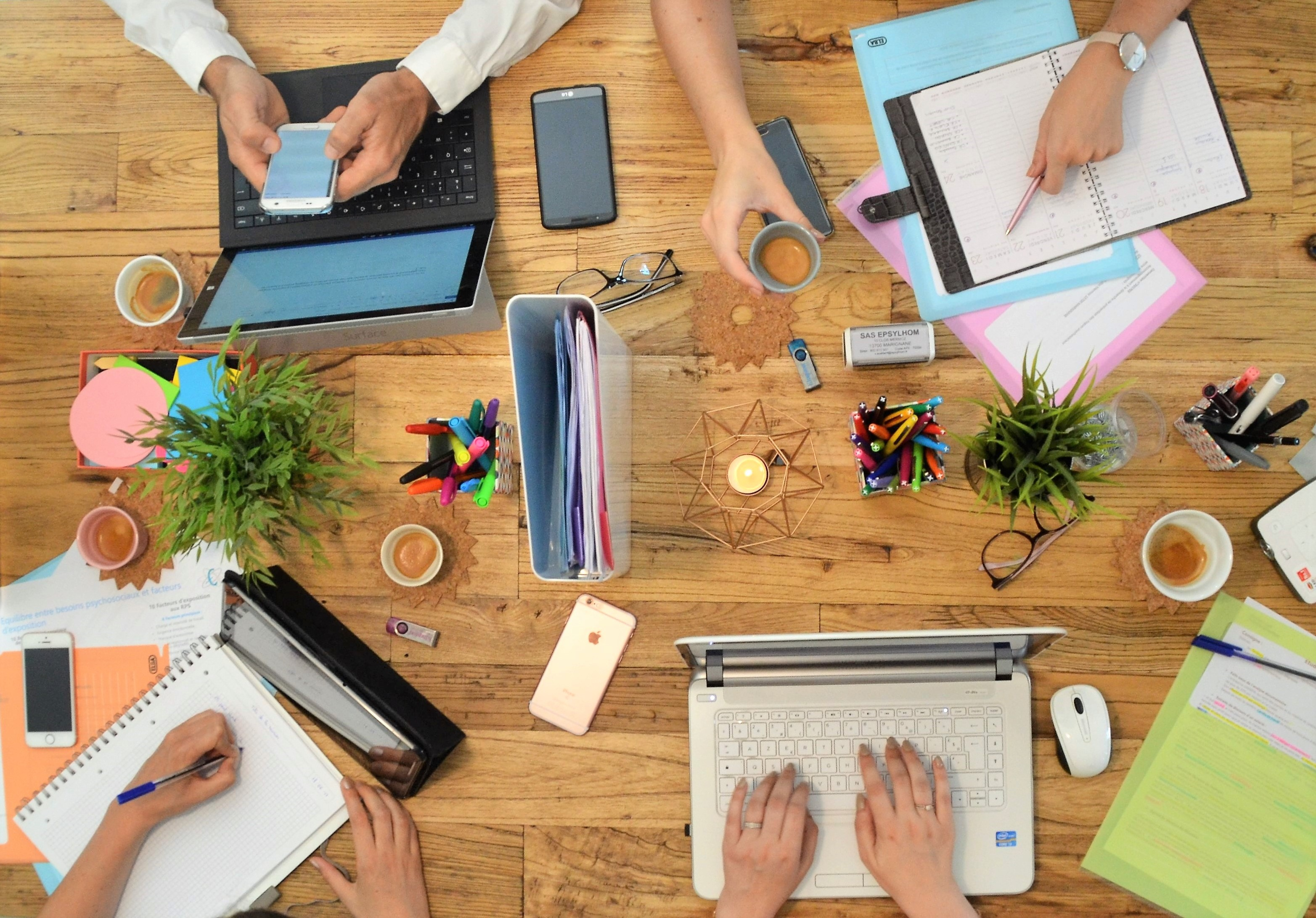 bureau espace de travail collectif